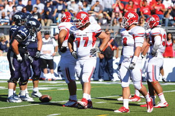 Young defensive linemen learn on the fly article thumbnail mt-3