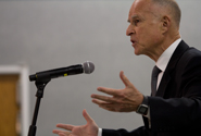 Gov. Jerry Brown searches for votes in Fresno [gallery] article thumbnail mt-3