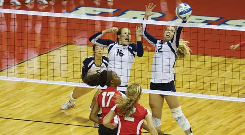 Volleyball: 'Dogs improve win streak to five article thumbnail mt-3