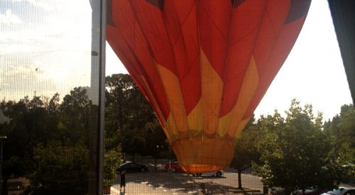 Hot air balloon lands in library parking lot Sunday morning article thumbnail mt-3