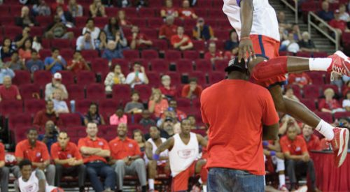 Basketball: A showcase at the Save Mart Center article thumbnail mt-3