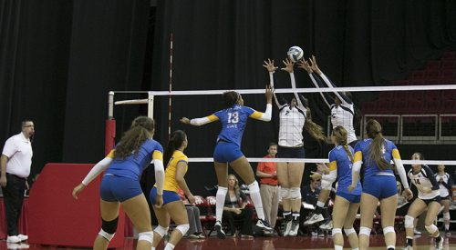 Volleyball: Fresno State snaps losing streak, holds on for first 2014 conference win article thumbnail mt-3