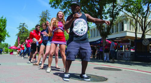 Thousands gather for Fresno State Preview Day article thumbnail mt-3