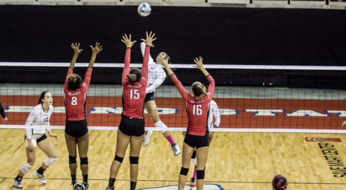 Volleyball: 'Dogs drop five-set match to SDSU Aztecs article thumbnail mt-3