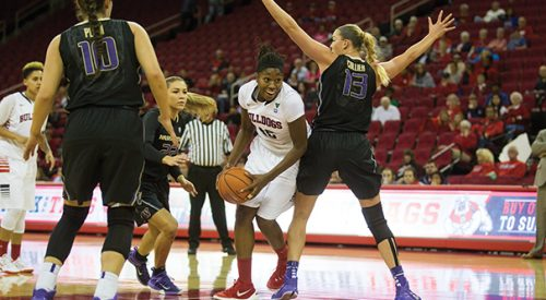 Women's Basketball: 'Dogs fail to hold off late Washington rally, drop to 1-2 article thumbnail mt-3