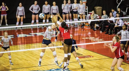 Volleyball: Lobos edge 'Dogs in tight battle to clinch season sweep article thumbnail mt-3
