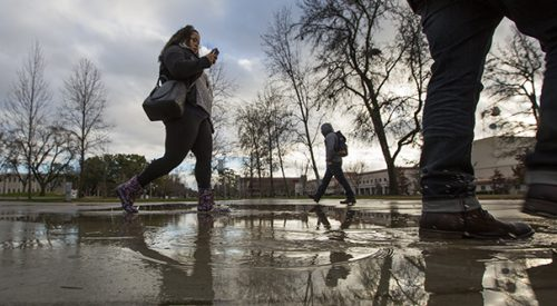 Rainfall dampens first day of the semester article thumbnail mt-3