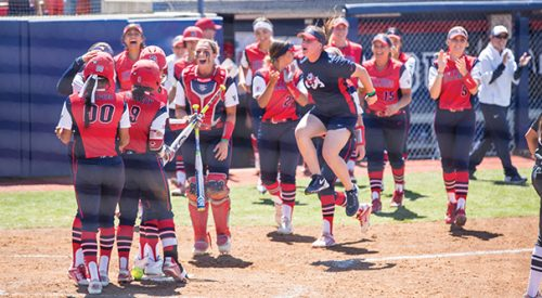 Softball: 'Dogs top Aggies, collect fourth-straight MW series sweep article thumbnail mt-3