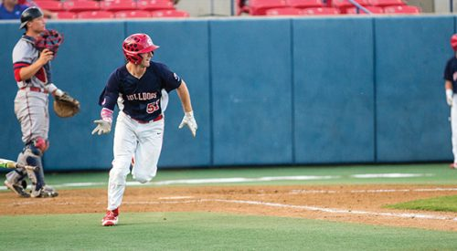 Baseball: Walk-off homer propels 'Dogs to victory article thumbnail mt-2