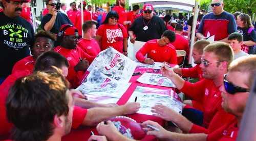 Good turnout at 'Meet the Team' event, Virgil named starting QB article thumbnail mt-3