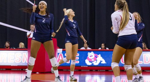 Bulldogs power through UC Irvine before heading into conference play article thumbnail mt-3