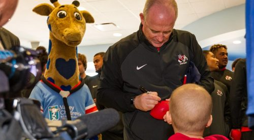 'Dogs visit Valley Children's Healthcare article thumbnail mt-3