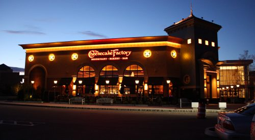 The Cheesecake Factory dinner fiasco article thumbnail mt-3