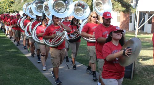 Pomp and circumstance greets parents, students during university dorm move-in article thumbnail mt-3