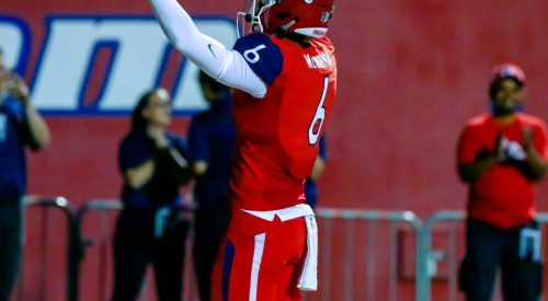 'Dogs return to conquer Warriors at Homecoming article thumbnail mt-3