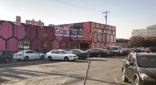 Fresno fans show support for football team ahead of championship game article thumbnail mt-2