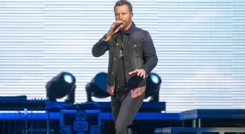Sing-alongs, high-fives and drinks at Dierks Bentley's Burning Man Tour article thumbnail mt-3