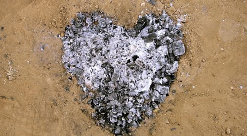 3 Things You Can Do With Your Loved One's Ashes Following Cremation article thumbnail mt-2