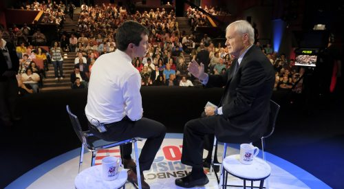 Presidential hopeful vocal on  issues in town hall meeting article thumbnail mt-3