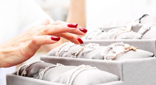 What Should I Look for When Buying an Engagement Ring? article thumbnail mt-3
