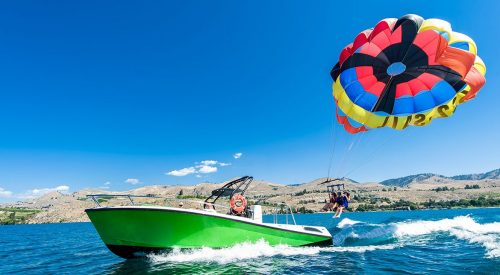 What to Expect From Your Parasailing Experience article thumbnail mt-3