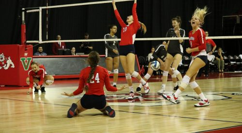 Bulldogs add to winning streak, sweep Lobos article thumbnail mt-3