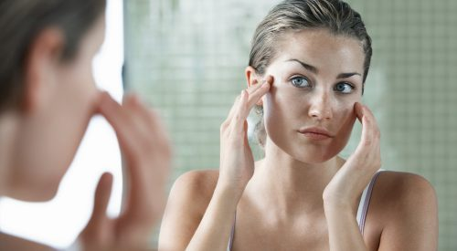Simplify Your Skincare Routine With These Tips article thumbnail mt-3